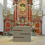 Vor der Altarweihe