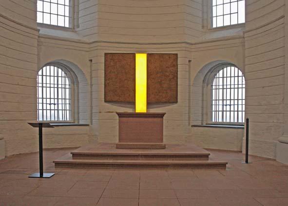 Altarraum-mit-Triptychon-Buga