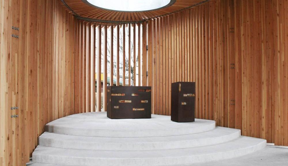Pavillon mit Altar und Ambo